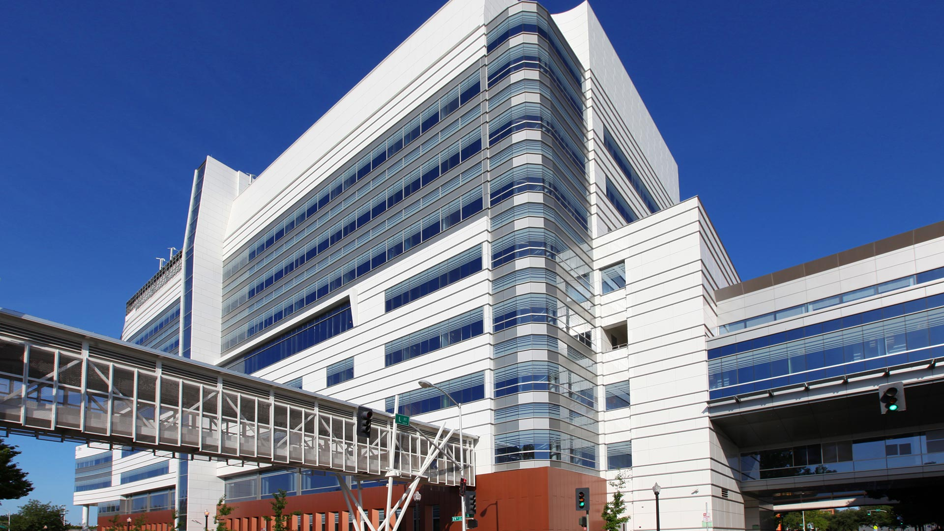 Sutter Health Medical Center - Sacramento - Street View